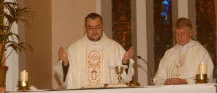 novena-2011-fr-kevin-prays